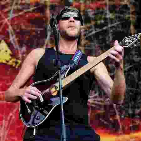 Adam Dutkiewicz, guitarrista do Killswitch Engage, durante show no Monsters of Rock, em São Paulo, em 2013 - Francisco Cepeda/AgNews