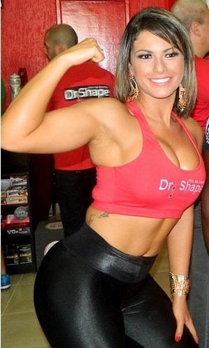 19.out.2013 - Babi Rossi exibe músculos e barriga sarada em evento em São Paulo