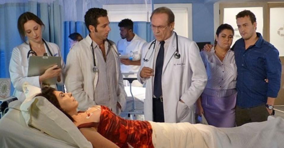 """Em """"Amor à Vida"""", Vivian desmaia e descobre doença grave"""