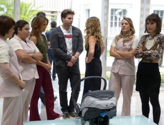 """Em """"Amor à Vida"""", Niko arma barraco no hospital ao ver Amarilys com Fabrício"""