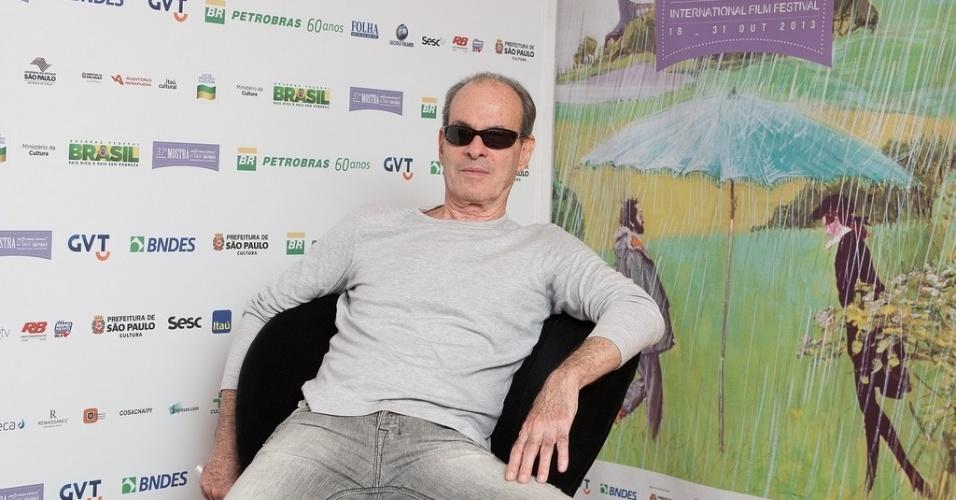 20.out.2013 - O cantor Ney Matogrosso posa para fotos no lounge da Mostra de São Paulo