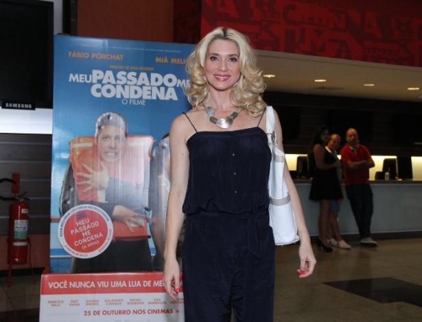 """21.out.2013 - Letícia Spiller vai à pré-estreia do filme """"Meu Passado Me Condena"""""""