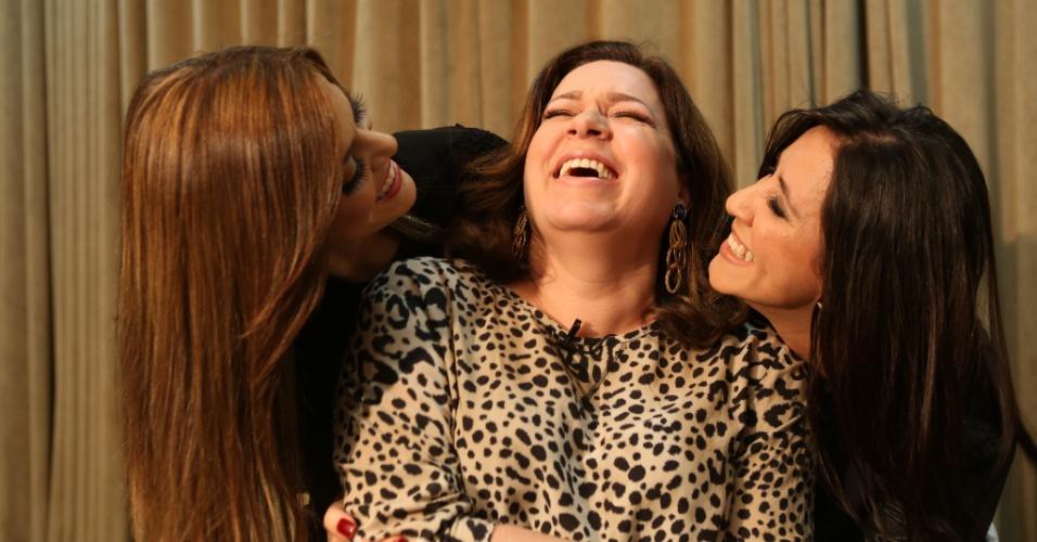 Ana Paula Valadão (dir.) se diverte ao lado das ex-integrantes Helena Tannure (centro) e Ana Nóbrega (esq.)