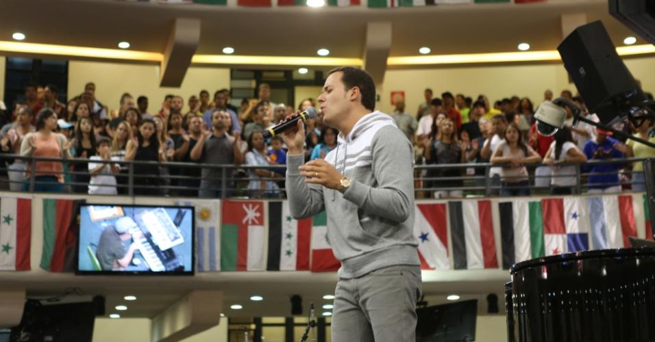 André Valadão, irmão de Ana Paula, fez parte da 1ª formação do Diante do Trono e há 10 anos está em carreira solo