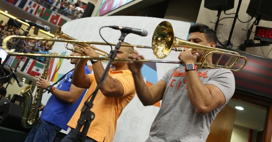 Detalhe do trio de metais da banda de André Valdão, durante performance na Igreja Batista da Lagoinha