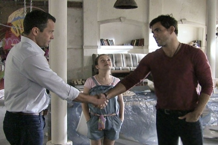 """Em """"Amor à Vida"""", Bruno sente ciúme ao levar Paulinha para ver Ninho"""
