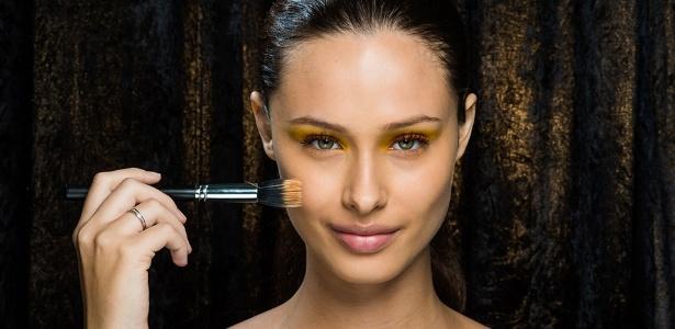 Colorida ou básica, a maquiagem requer o primer na preparação - Cauê Moreno/UOL