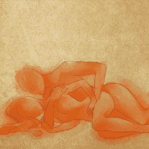 POSIÇÃO 4: a mulher se deita de lado e o homem faz o mesmo, encaixando-se atrás dela. O braço dele que está em contato com a cama passa debaixo do corpo da mulher, abraçando-a. Essa posição é muito boa para a mulher por causa do contato físico com o homem, que a faz sentir-se protegida e aumenta a intimidade. Dessa maneira, eles podem se abraçar durante a penetração. As mãos dele ficam livres para estimular o clitóris dela, o que pode aumentar e muito o prazer feminino - Leh Latte/UOL