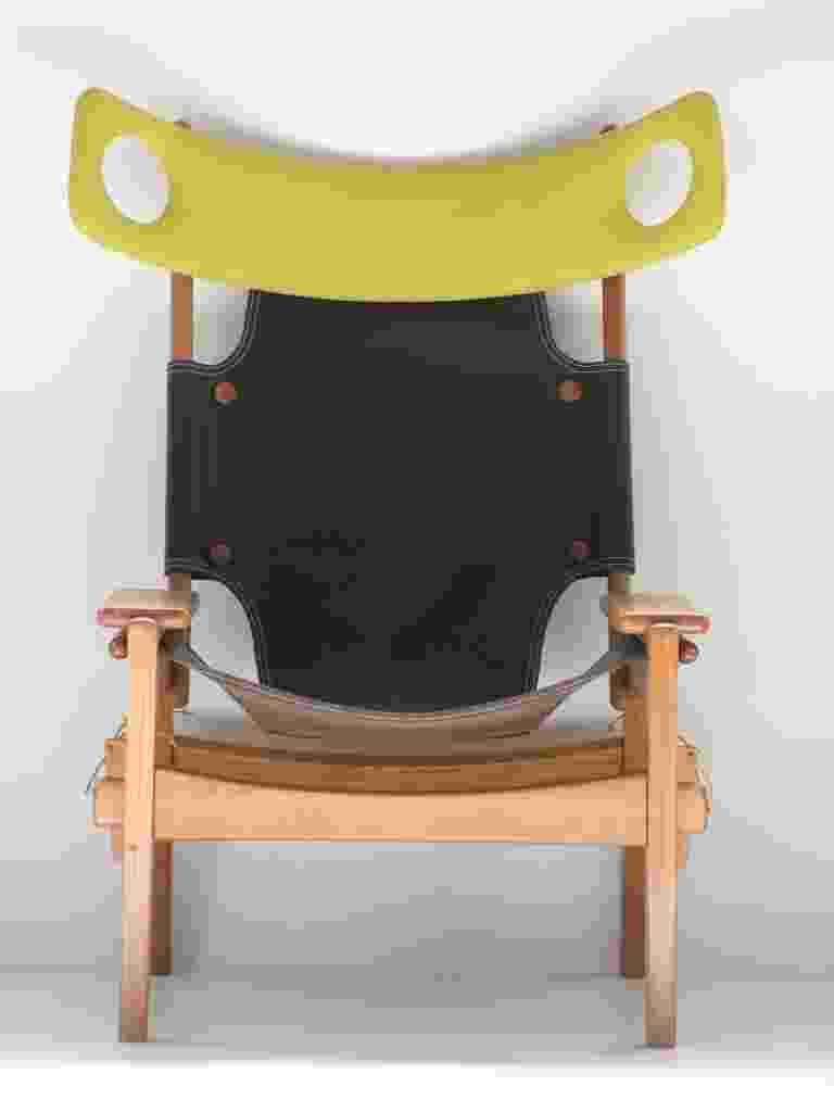 A poltrona Xibô, assinada por Sergio Rodrigues, data de 2013, mas tem seus primeiros desenhos feitos no início dos anos 1990. O nome da peça se baseia no apelido que o designer recebeu da esposa, Vera Beatriz. A cadeira é a versão masculina da poltrona Kilin - Divulgação