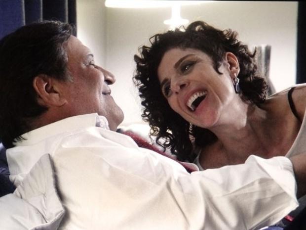 """21.out.2013 - Em """"Amor à Vida"""", abandona Márcia e volta para Vega"""