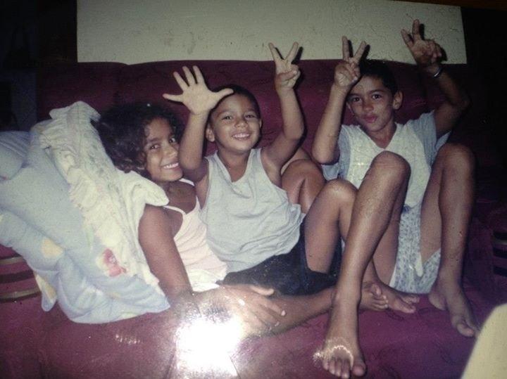 Anitta durante a infância, bem antes da fama, em momento família
