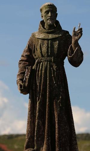 A estátua de São Francisco de Assis na nascente do rio que leva o seu nome na Serra da Canastra, em Minas Gerais