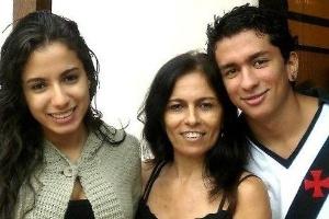 Diferentes fenotipos y grupos étnicos de Latinoamérica - Página 2 Anitta-ao-lado-da-mae-miriam-e-do-irmao-renan-1382485095157_300x200