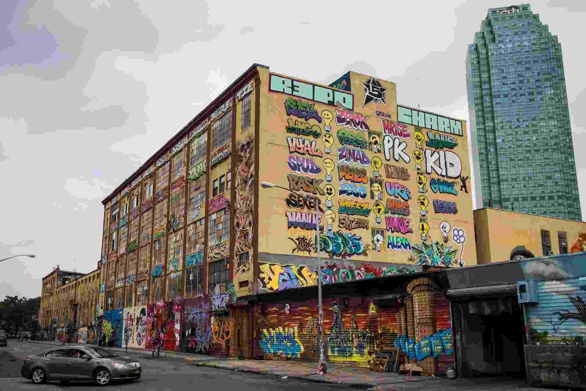 """Conjunto de antigas fábricas de Nova York é transformado em """"templo do grafite"""" - AFP"""