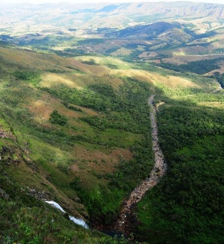 Vista aérea da Cachoeira Casca D'Anta na Serra da Canastra, em Minas Gerais