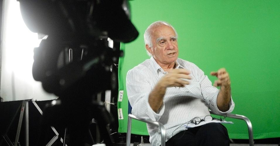 22.out.2013 - O escritor Ignácio de Loyola Brandão fala sobre os filmes que o marcaram no projeto Filmes da Minha Vida, no lounge da Mostra de São Paulo