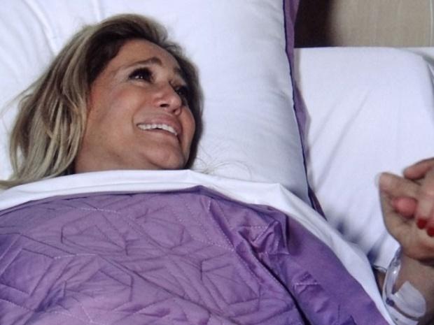 """Em """"Amor à Vida"""", Pilar é internada às pressas sob os cuidados de César"""