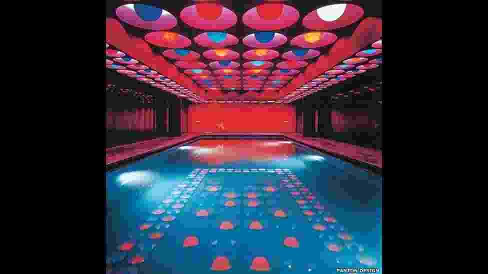 A imagem acima mostra a obra de Verner Panton, 'Swimming Pool, de 1969. A exposição 'Pop Art Design' fica em cartaz na Barbican Art Gallery, em Londres, até 9 de fevereiro de 2014 - Courtesy Barbican Art Gallery/ BBC