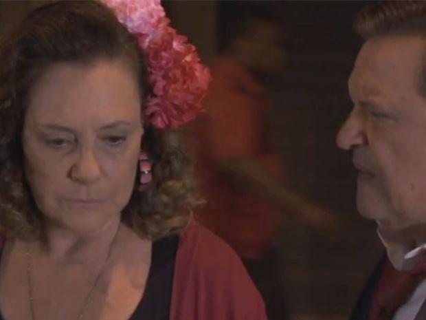"""Em """"Amor à Vida"""", Márcia chora ao se despedir de Atílio: """"Me deixa sozinha"""""""