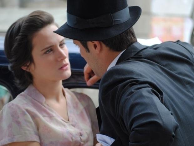 """Em """"Joia Rara"""", Franz se declara para Amélia"""