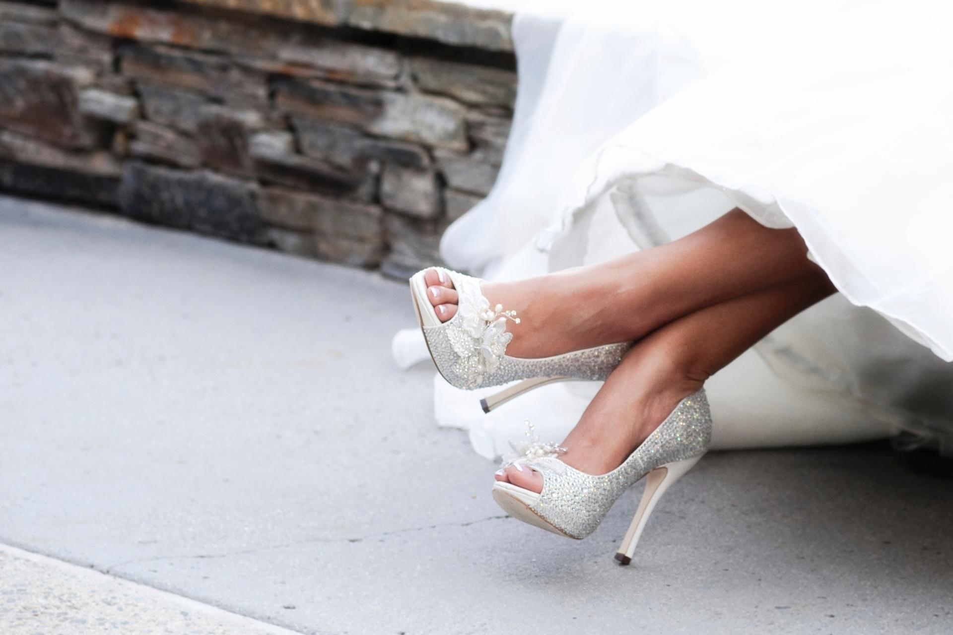 08855df746 Estilistas ensinam truques para deixar sapato da noiva mais confortável -  25 10 2013 - UOL Universa