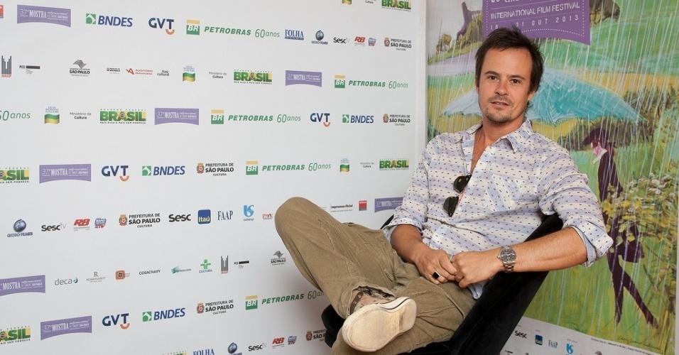 23.out.2013 - O ator Paulo Vilhena posa para fotos no lounge da Mostra de São Paulo
