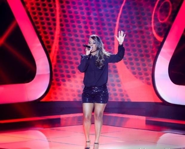 """24.out.2013 - Samya Nalany cantou """"Maracatu Atômico"""", de Nelson Jacobina e Jorge Mautner"""