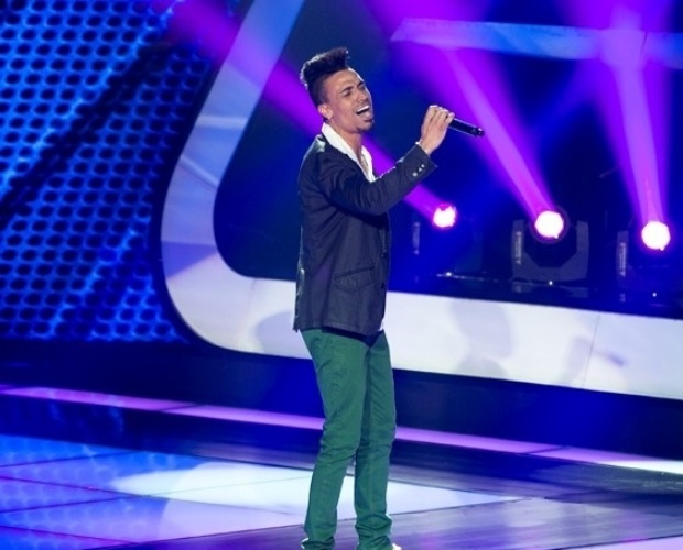 "24.out.2013 - Xandy Monteiro cantou ""Desafio"", do grupo Soweto"