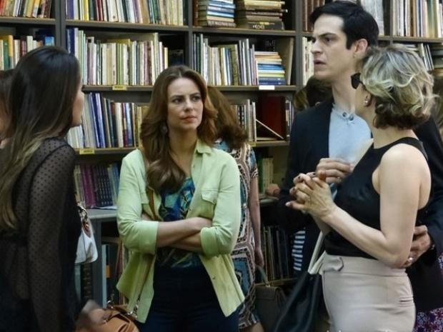 """Em """"Amor à Vida"""",  Paloma flagra Leila cobrando de Félix o dinheiro do sequestro de Paulinha"""