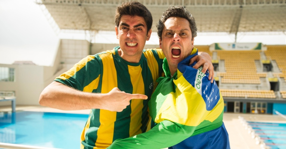 """Marcelo Adnet e Alexandre Nero se divertem como uma dupla de torcedores no """"Fantástico"""", durante a Copa das Confederações"""