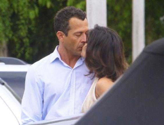 """Em """"Amor à Vida"""", Aline beija Bruno no estacionamento do San Magno"""