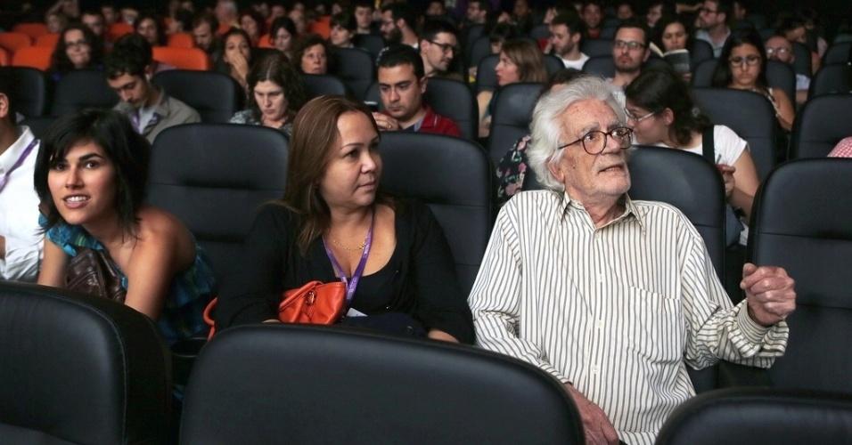 26.out.2013 - O documentarista Eduardo Coutinho assiste à exibição de
