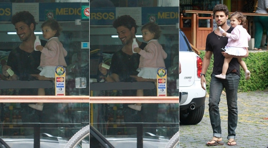 28.out.2013 - Sem Grazi Massafera, Cauã Reymond circulou com a filha, Sofia, pelo bairro do Itanhangá, zona oeste do Rio