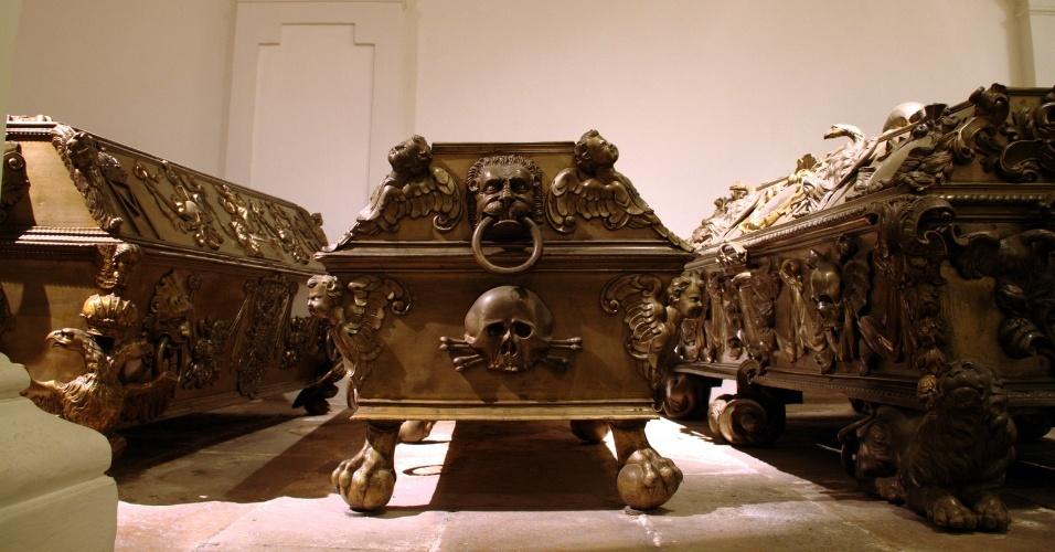 Caixão de Eleonora Gonzaga, uma das peças em exposição na Cripta Imperial de Viena. Neste salão subterrâneo da Igreja dos Capuchinos estão os restos mortais dos membros da dinastia dos Habsburgo, em pleno centro da capital austríaca