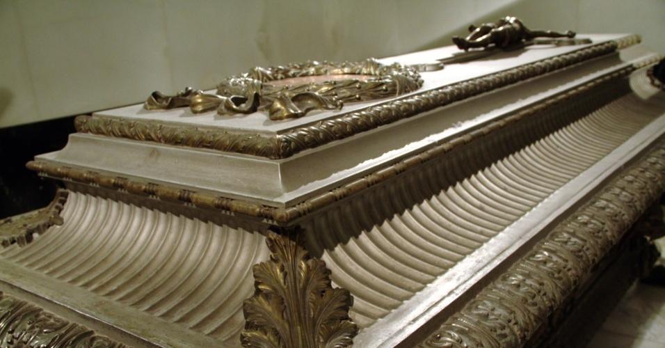 Desde 1633, imperadores, imperatrizes, reis e rainhas repousam na Cripta Imperial de Viena como a bela imperatriz Sissi (caixão da foto) e seu esposo Francisco José I