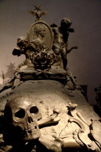 Detalhe do caixão de Isabela de Parma, uma das monarcas que têm seus restos mortais guardados na Cripta Imperial, em Viena