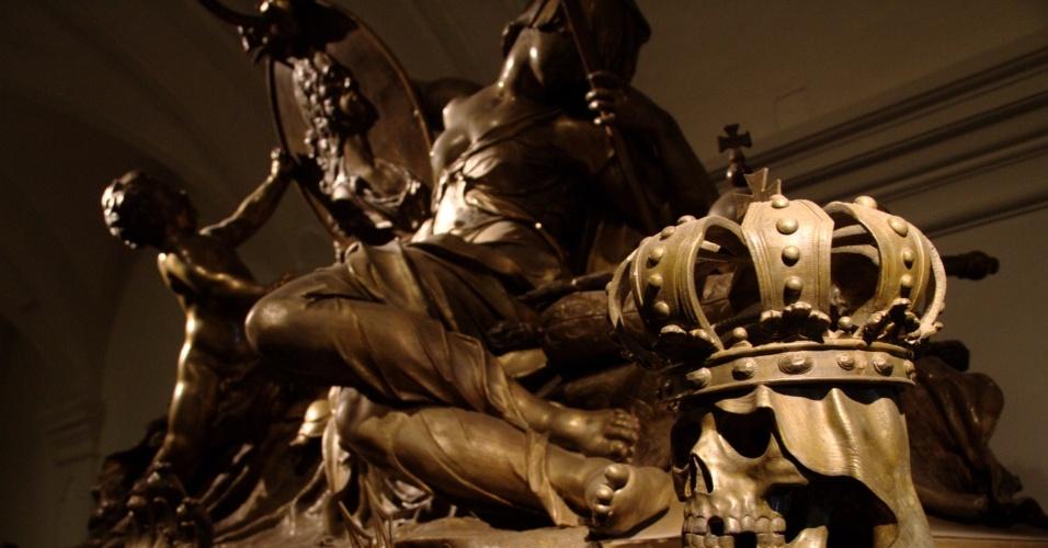 Detalhe do caixão do Kaiser Karl VI, um dos monarcas austríacos que têm seus restos mortais guardados na Cripta Imperial, em Viena