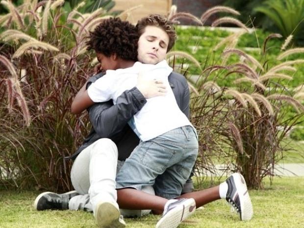 """Em """"Amor à Vida"""", Niko se abala ao saber que pode perder filho adotivo"""