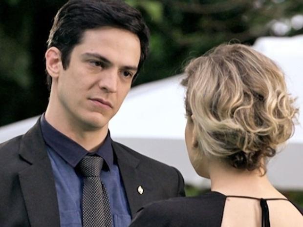 """Em """"Amor à Vida"""", Félix se declara para Edith e avisa que voltou para o armário"""