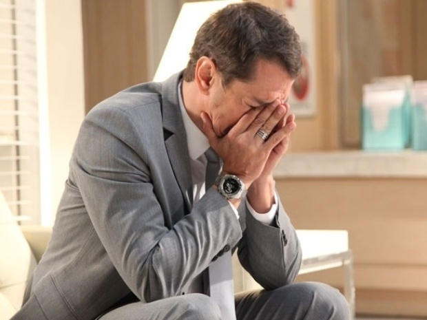 "Em ""Amor à Vida"", Niko percebe que Eron ama Amarilys após acidente"