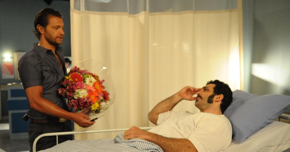 """Em """"Pecado Mortal"""", Picasso entrega punhal para Caravaggio e dá ordem"""