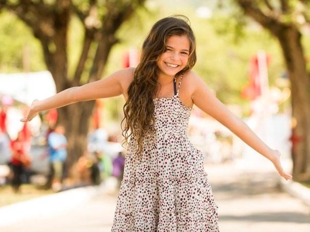 """Luanna Marquezine, a irmã caçula de Bruna Marquezine, faz sua estreia como atriz na novela """"Em Família"""". Na primeira fase, a menina interpreta Clara, a personagem de Giovanna Antonelli quando criança"""