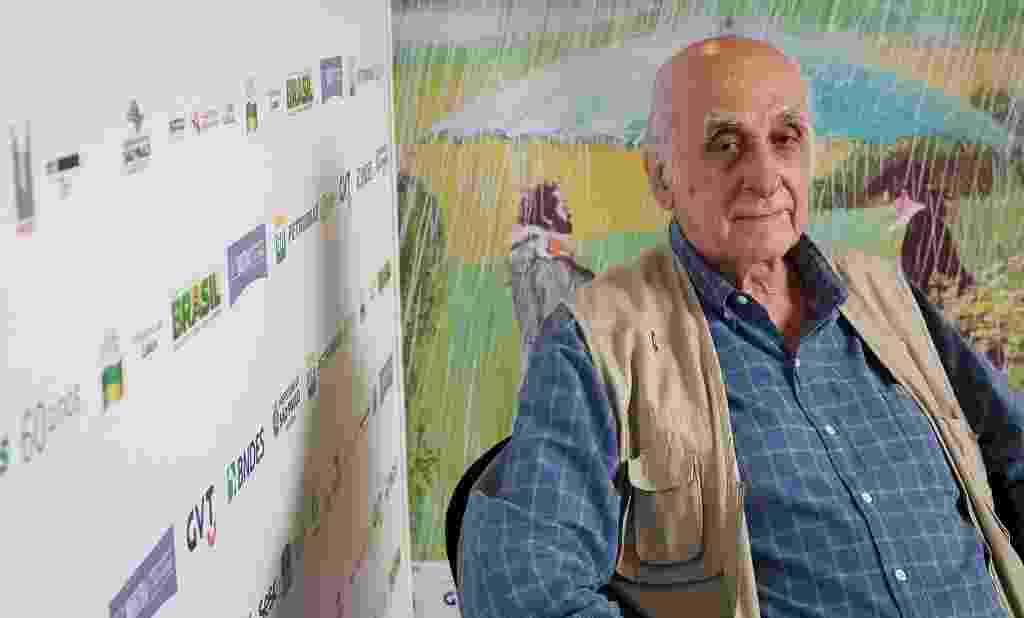 28.out.2013 - O escritor e jornalista Zuenir Ventura posa para fotos no lounge da Mostra de São Paulo - Mario Miranda Filho/Agência Foto