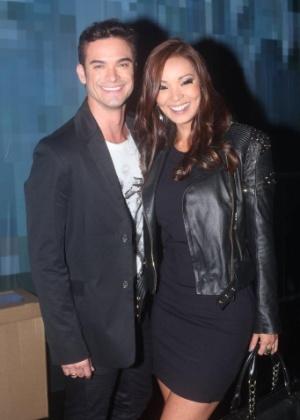 Carol Nakamura com o noivo Sidney Sampaio