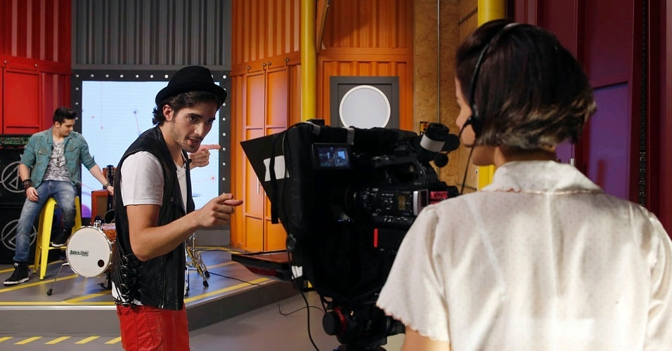 """Durante gravação do """"Coletivation"""", Fiuk conversa com a operadora de câmera"""