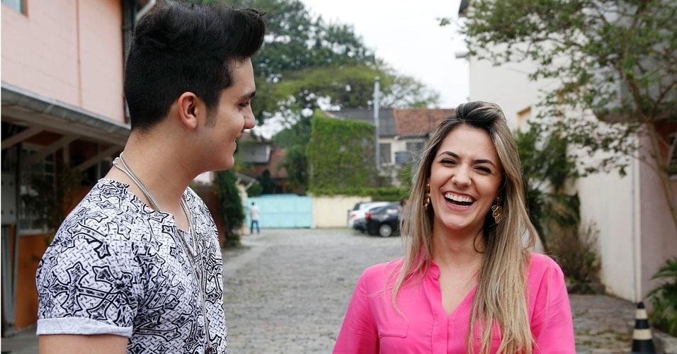 """Após o fim da gravação do """"Coletivation"""", Luan Santana posa com a namorada, Jade"""