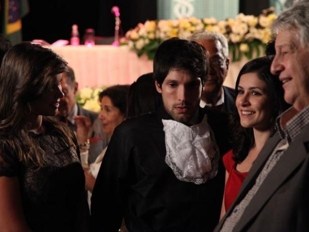 """Em """"Amor À Vida"""", Joana termina com Luciano após ouvi-lo dizer a colegas que ela é sua tia"""
