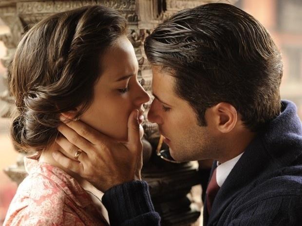 """Em """"Joia Rara"""", Franz e Amélia quase se beijam nos Himalaias"""