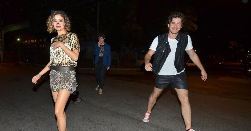 31.out.2013 - Sophie Charlotte e Marco Pigossi chegam à festa de Halloween