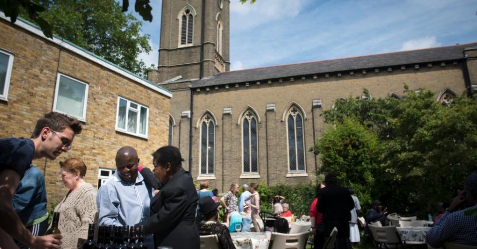 A Igreja St. Peter's oferece várias atividades e serviços sociais para a comunidade de De Beauvoir, um bairro sossegado de Londres